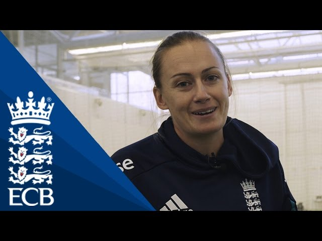 Laura Marsh On Using The Crease - England Cricketing Tips