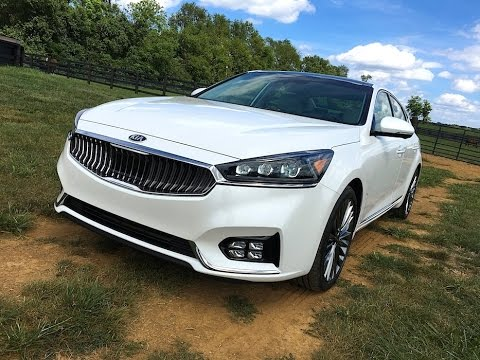 2017 Kia Cadenza TECH REVIEW 1 of 2