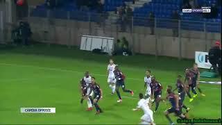 Golaço do brasileiro Danilo Avelar para o Amiens contra o Montpellier
