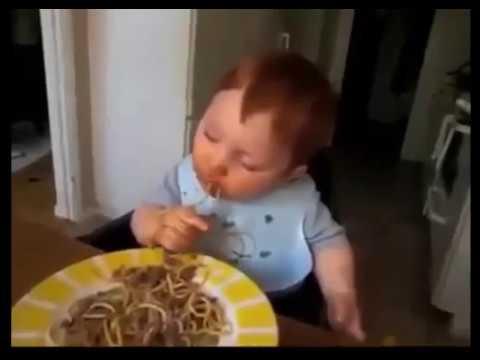 Bayi Lucu Ngantuk Sambil Makan Mie