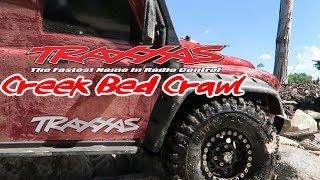 TRAXXAS TRX 4 Land Rover Defender Creek Bed Crawl