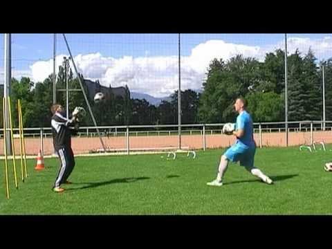 entrainement gardien but   jeux ludiques 1 gardien de but goalkeeper  training football bc5da1249cb