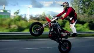 This is how you ride a supermoto: CRF MURDER