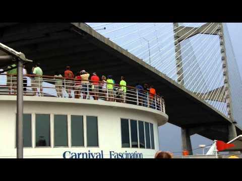 Carnival Cruise Ship Comes Within 4 Feet Of Bridge Doovi