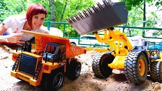 Машинки на детской площадке в видео для детей. Веселая школа