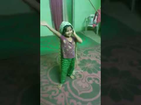 Cute Girl Dancing On Ghumro Ghumro Song.