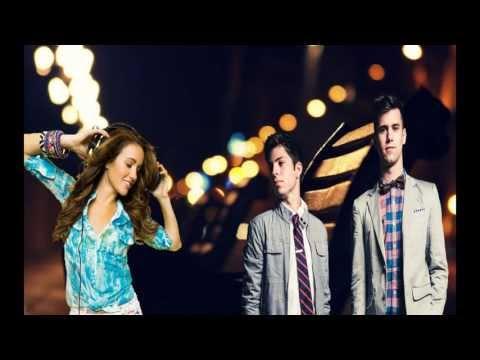 Capital Kings - Born To Love (feat. Britt Nicole) (Letra En Español)