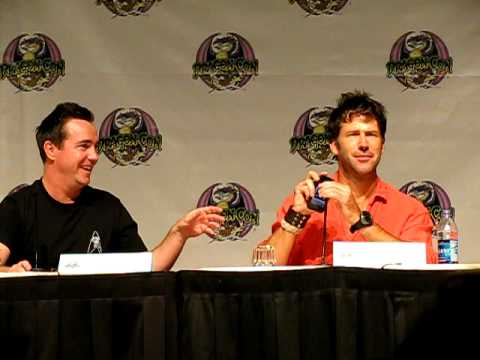 Joe Flanigan on phone Dragoncon 2009