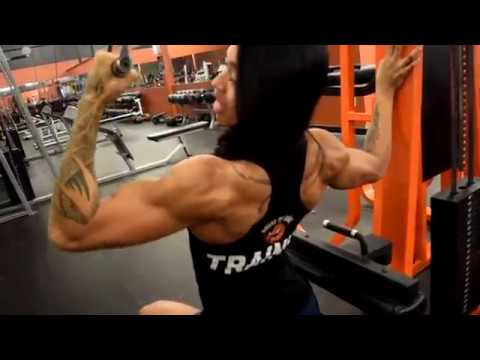 Performing the Single Arm Lat Pulldown