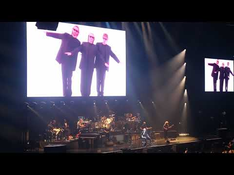 20181025 Phil Collins   04 Phil says Mike Rutherford is here, plays Genesis songs