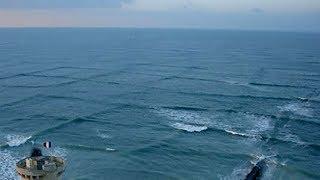 Eğer Denizde Kare Şeklinde Dalgalar Görürseniz Derhal Sudan Çıkın Ve İnsanları Da Uyarın