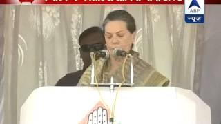 Sonia Gandhi attacks Modi at rally in Kolar, Karnataka