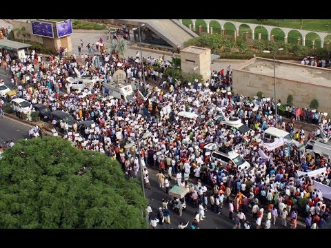 Aam Aadmi Party Leads Massive Protest in Delhi | Large Crowd Marches Towards Parliament