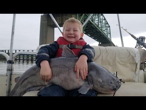 How To Catch Big Catfish On A Big River - NEW PB Blue Catfish!