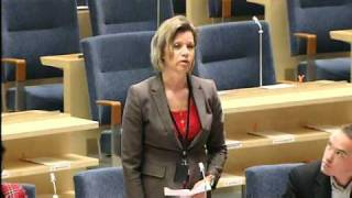 Margareta Sandstedt (SD) räknar i Riksdagen