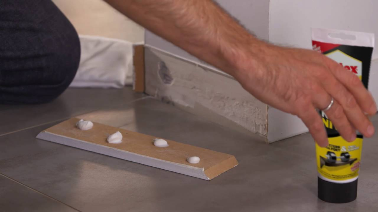 comment r parer une plinthe en bois dans votre salon youtube. Black Bedroom Furniture Sets. Home Design Ideas