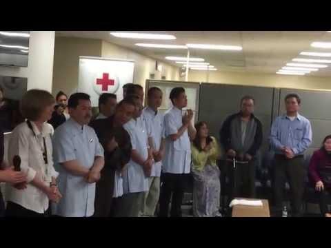 Thay Vo Hoang Yen trong ngay dau tien truoc buoi chua benh o American Red Cross 5-14-2015
