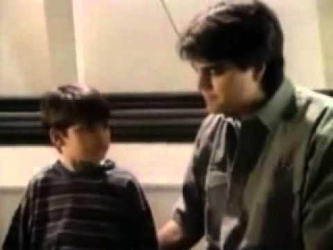 CHESPIRITO 1982- El Chompiras- Perseguidos por la policia- parte 2 HD from YouTube · Duration:  4 minutes 48 seconds