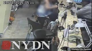 فيديو.. لص يسرق صالون تجميل تحت تهديد السلاح