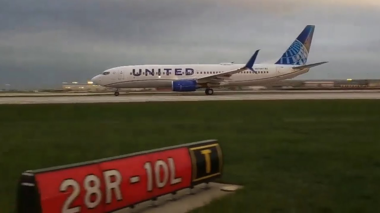 United NEW LIVERY Boeing 737-800 [N37267] Takeoff from Chicago O'Hare  Airport KORD/ORD [4 24 19]