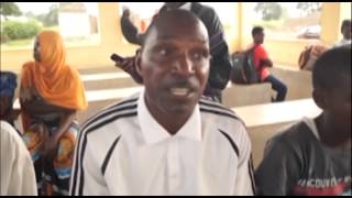 Khamis Kangomba akilalamikia ubovu wa barabara Tandahimba