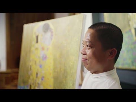 Artist From Dafen/China Visited Vienna To Copy Klimt's