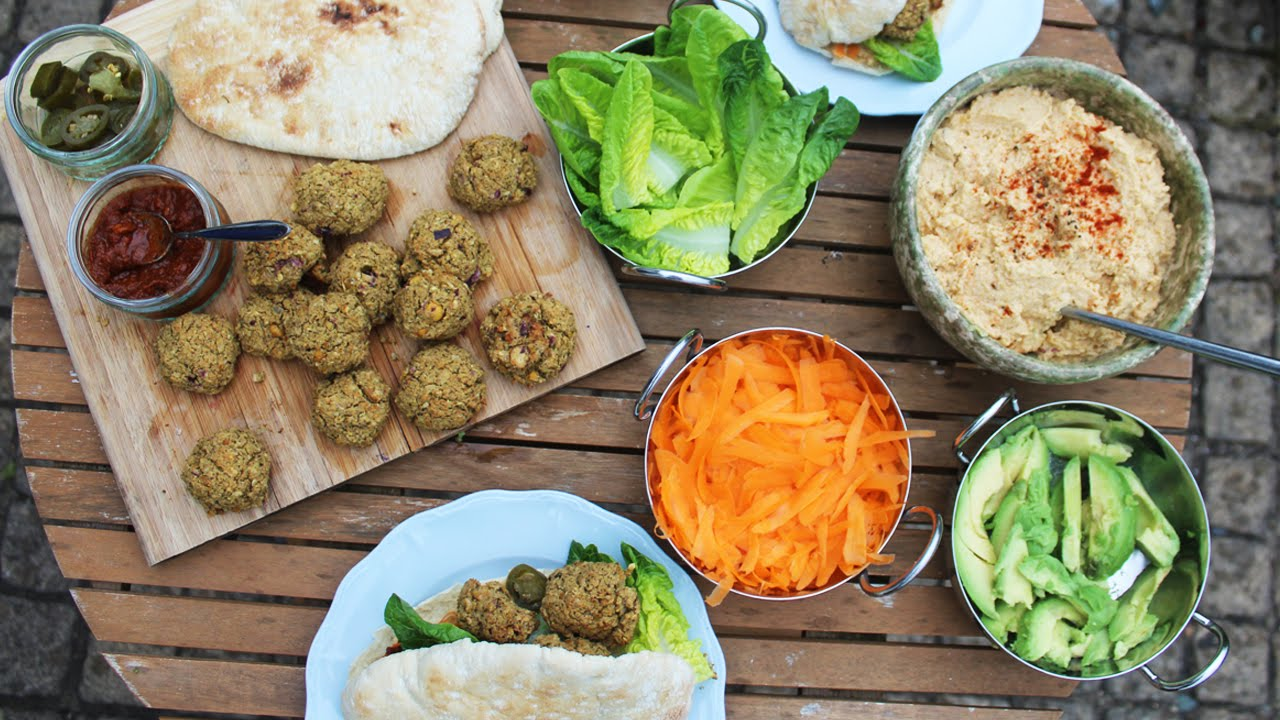 THE BEST VEGAN FALAFEL AND HUMMUS IN THE WORLD