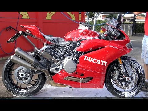 HOW TO WASH DUCATI 959 PANIGALE ( IS IT THE BEST WAY OR NOT? ) PLEASE REPLY ( VIDEO 4K) - 동영상