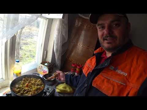 Карантин на даче. Затарились. Готовлю плов, салат с черемшой.