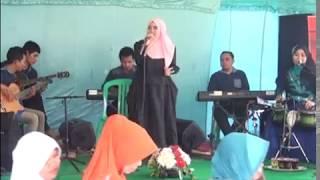 Wafiq Azizah Sajadah Merah