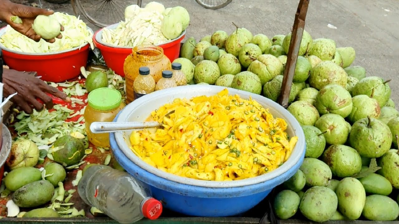 Green mango Kacha aam & Piyara vorta recipe cricket Stadium side street fruits Masala Aam of Dha