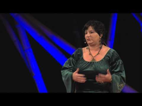 Mesehősök a 21 században: Kádár Annamária at TEDxDanubia