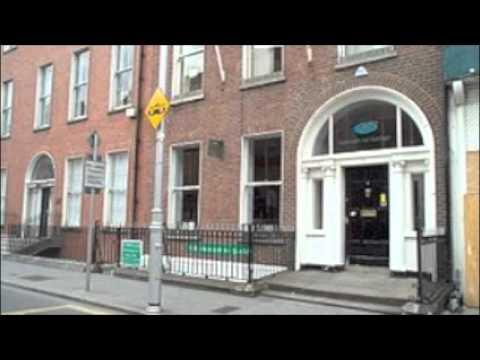 Warren and Piaras Féirtéir ring Club Chonradh na Gaeilge