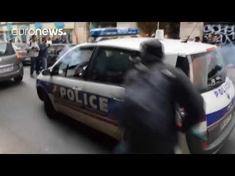 Migranti ve Francii napadli policistu