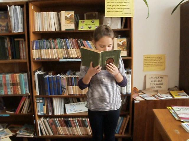 Изображение предпросмотра прочтения – ЕкатеринаМануйленко читает произведение «Мартышка и очки» И.А.Крылова