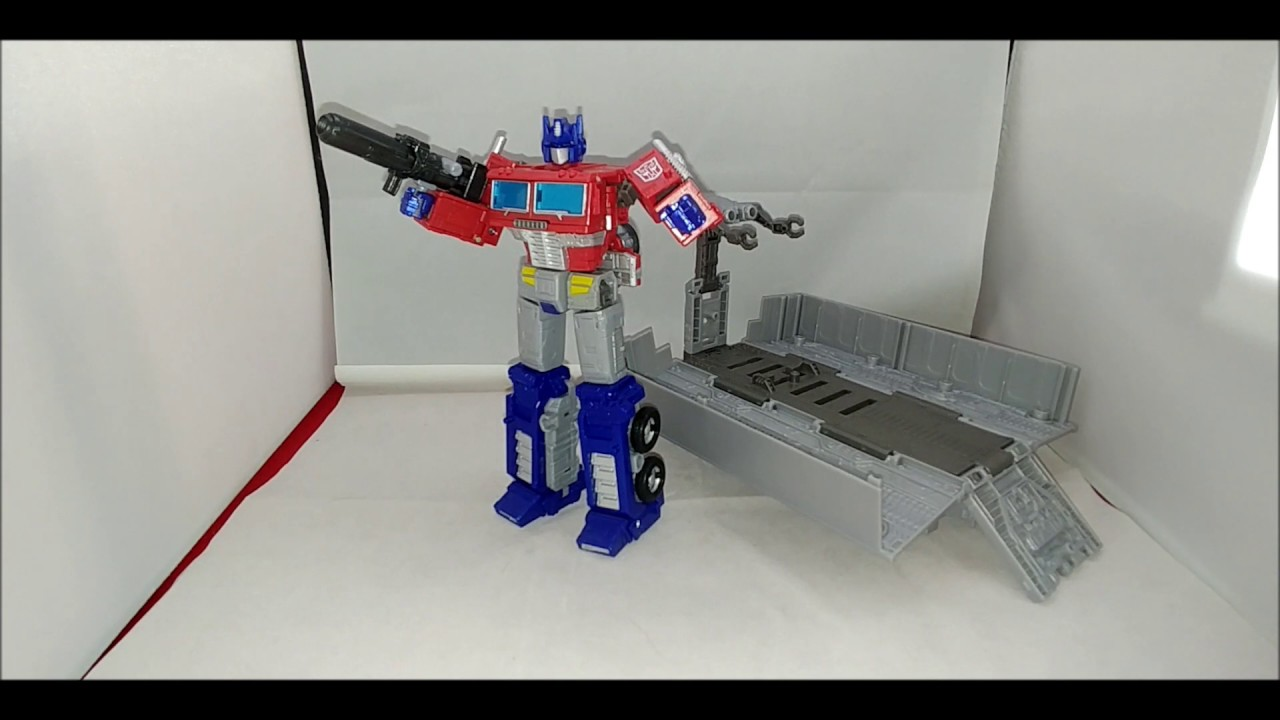 Chuck's Reviews Transformers Earthrise Leader Class Optimus Prime