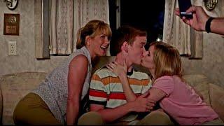 Мама с сестрой учат сына целоваться - Мы - Миллеры (2013) - момент из фильма