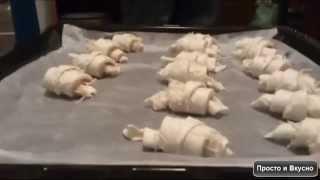 Как быстро приготовить круассаны с ветчиной и сыром(Быстрый рецепт как приготовить круассаны с ветчиной и сыром. Блюдо для пикника. Видео рецепт. Подойдет всем,..., 2014-08-21T10:13:16.000Z)