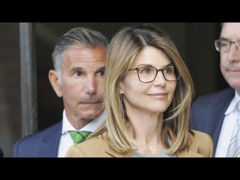 Despite Reports, Lori Loughlin and Mossimo Giannulli Are NOT Getting Divorced thumbnail