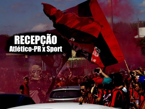 #96 Torcida do Atlético-PR recebe time antes de Furacão x Sport 20/11/2016