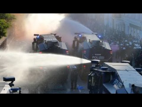 Protesters clash with police at G20 summit in Germany