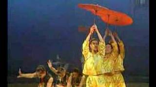 CHinese dance Umbrellas