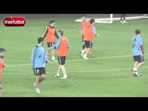 Andres Iniesta AMAZING GOLAZO SPAIN TRAINING 11/6/2013