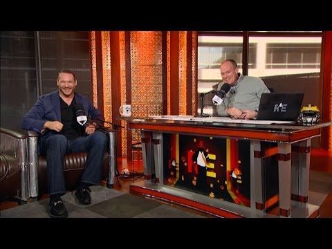 Former Chicago Bears Great Brian Urlacher Joins The RE Show in Studio - 11/22/16