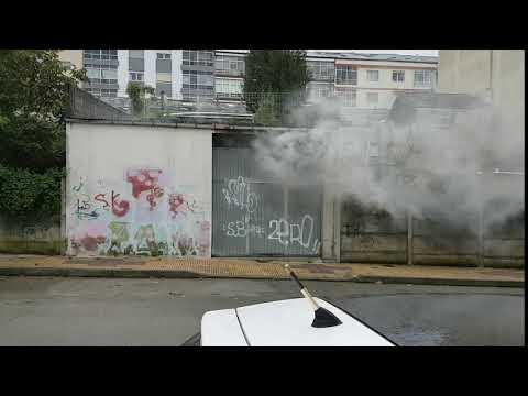 Alarma en la calle López Guntín por un incendio en un bajo