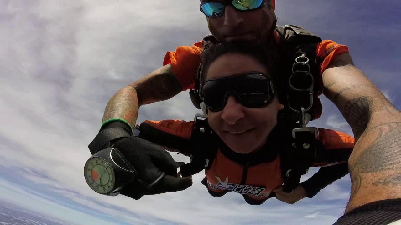 Salto de Paraquedas da Edneia na Queda Livre Paraquedismo 08 01 2017