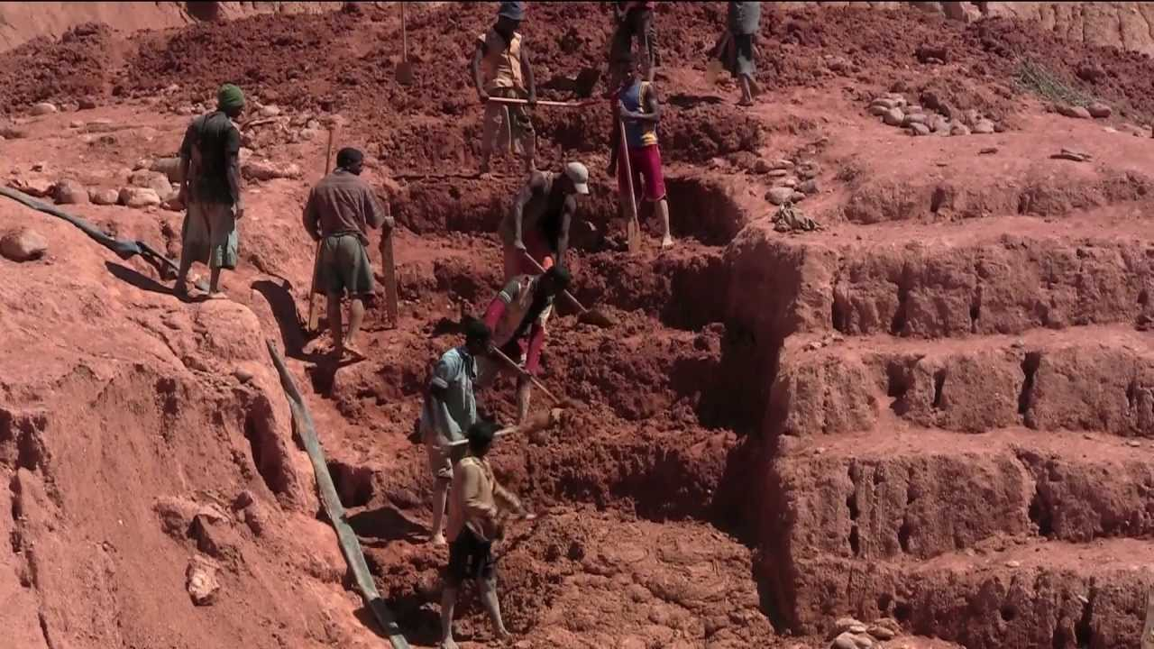 gemstone ratnapura men mining sapphire in lanka stock sri mine image of workers work download stone area