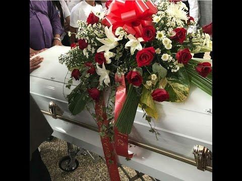 Noriel despide a su hermano Chacho en su entierro