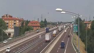 Autocisterna tampona camion, il momento dell'incidente a Bologna