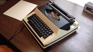 1969 Royal Apollo 10 Electric Typewriter overview - Space Odyssey anyone?